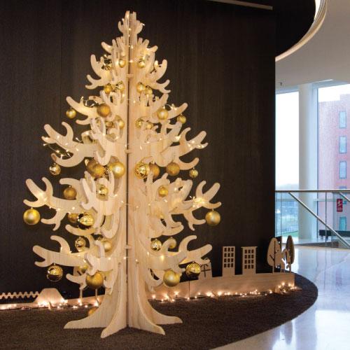 Donkergroen kerstboomservice maatwerk houten kerstboom